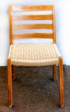 Holzstuhl mit erneuerter dänischer Kordel