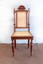 Antiker Holzstuhl mit erneuertem Wiener Geflecht